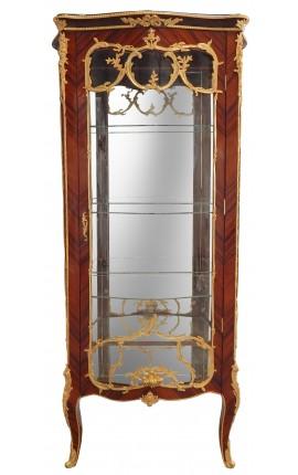 Vitrine de style Louis XV avec marqueterie et bronzes dorés