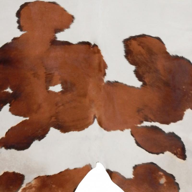 tapis en vrai peau de vache marron et blanc. Black Bedroom Furniture Sets. Home Design Ideas
