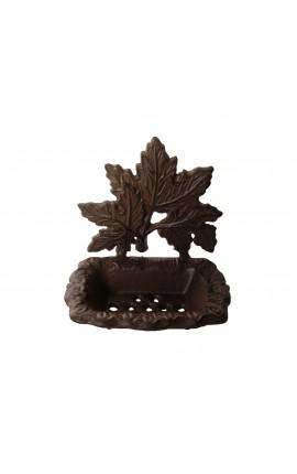 Porte savon au décors de feuillage, en fonte de fer.
