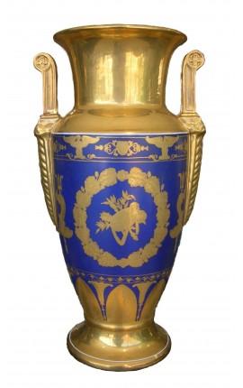 Vase balustre en porcelaine émaillée bleu de style Empire