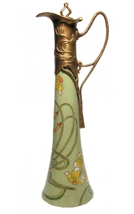 Grande aiguière en porcelaine émaillée et bronze de style Art Nouveau