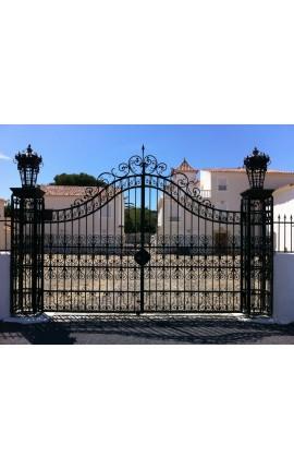 Ворота замка, барокко, кованого железа, два листа, две колонки и фонари