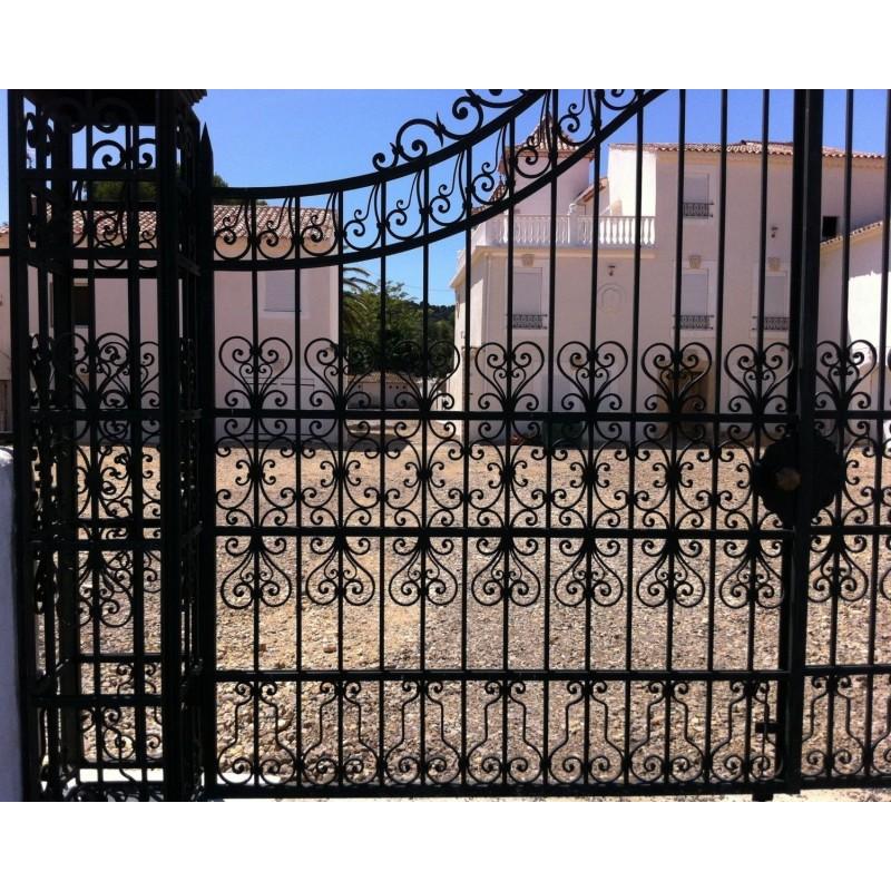 Portail de ch teau baroque en fer forg deux vantaux for Portail de jardin en fer
