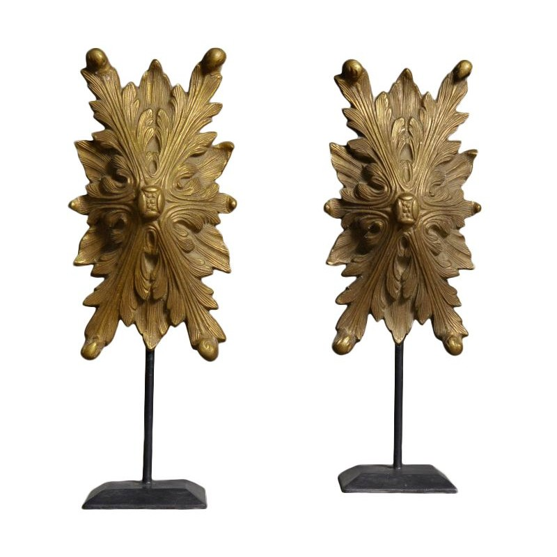 Bronze decoration pair on stand at the scenery great for Acanthus leaf decoration