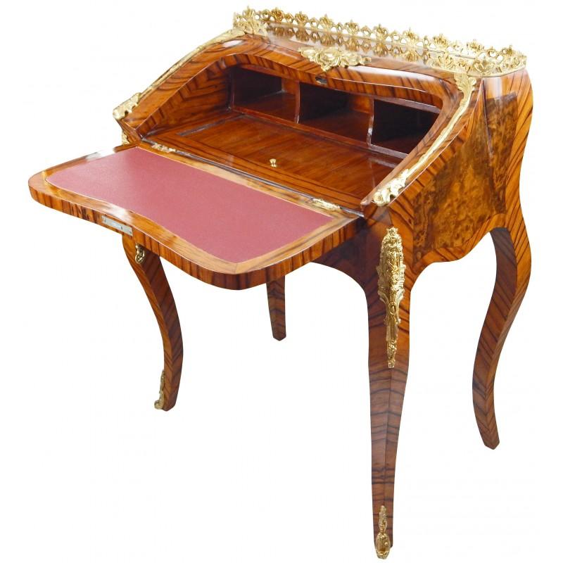 Bureau scriban de style louis xv avec marqueterie et bronzes for Bureau style louis 13