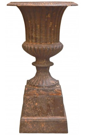 Medicis vase weathered rusty effect on pedestal