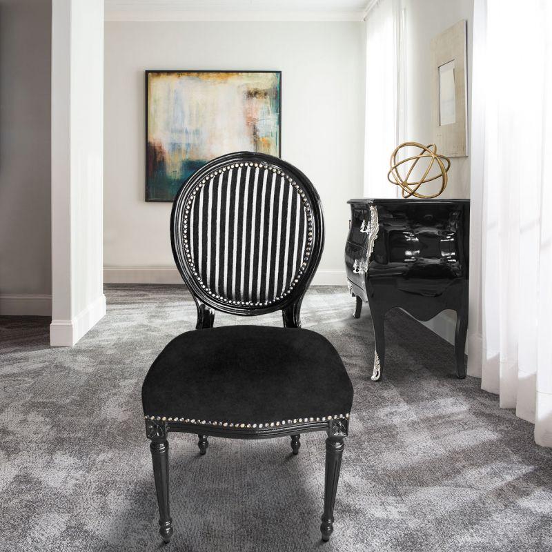chaise de style louis xvi ray noir et blanc et bois noir. Black Bedroom Furniture Sets. Home Design Ideas