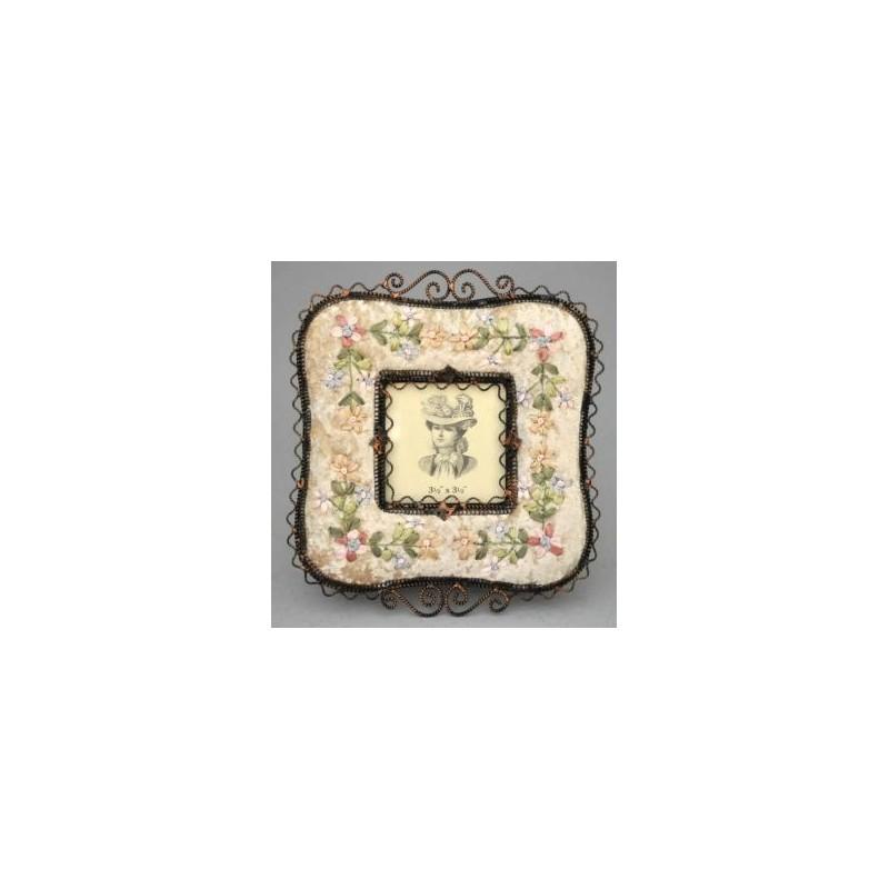 cadre photo carr avec d cors en tissu beige avec broderie. Black Bedroom Furniture Sets. Home Design Ideas