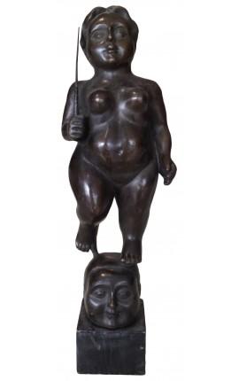 """Sculpture en bronze et socle en marbre, """"Femme voluptueuse avec sabre"""""""
