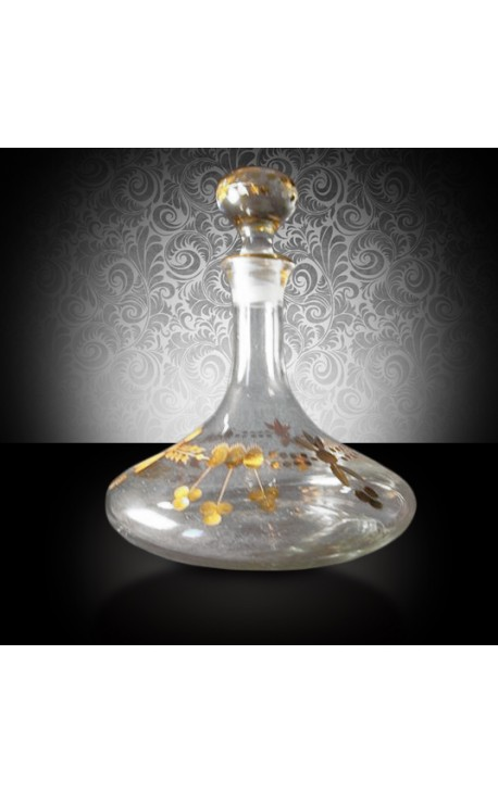 Decanter engraved with floral motives in gold