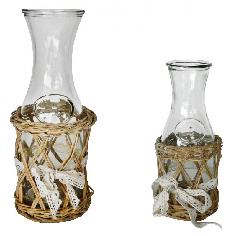 carafe vin avec support en osier et noeud en dentelle. Black Bedroom Furniture Sets. Home Design Ideas